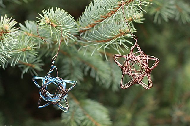 wire-star-ornaments-from-www-alyssaandcarla-com_