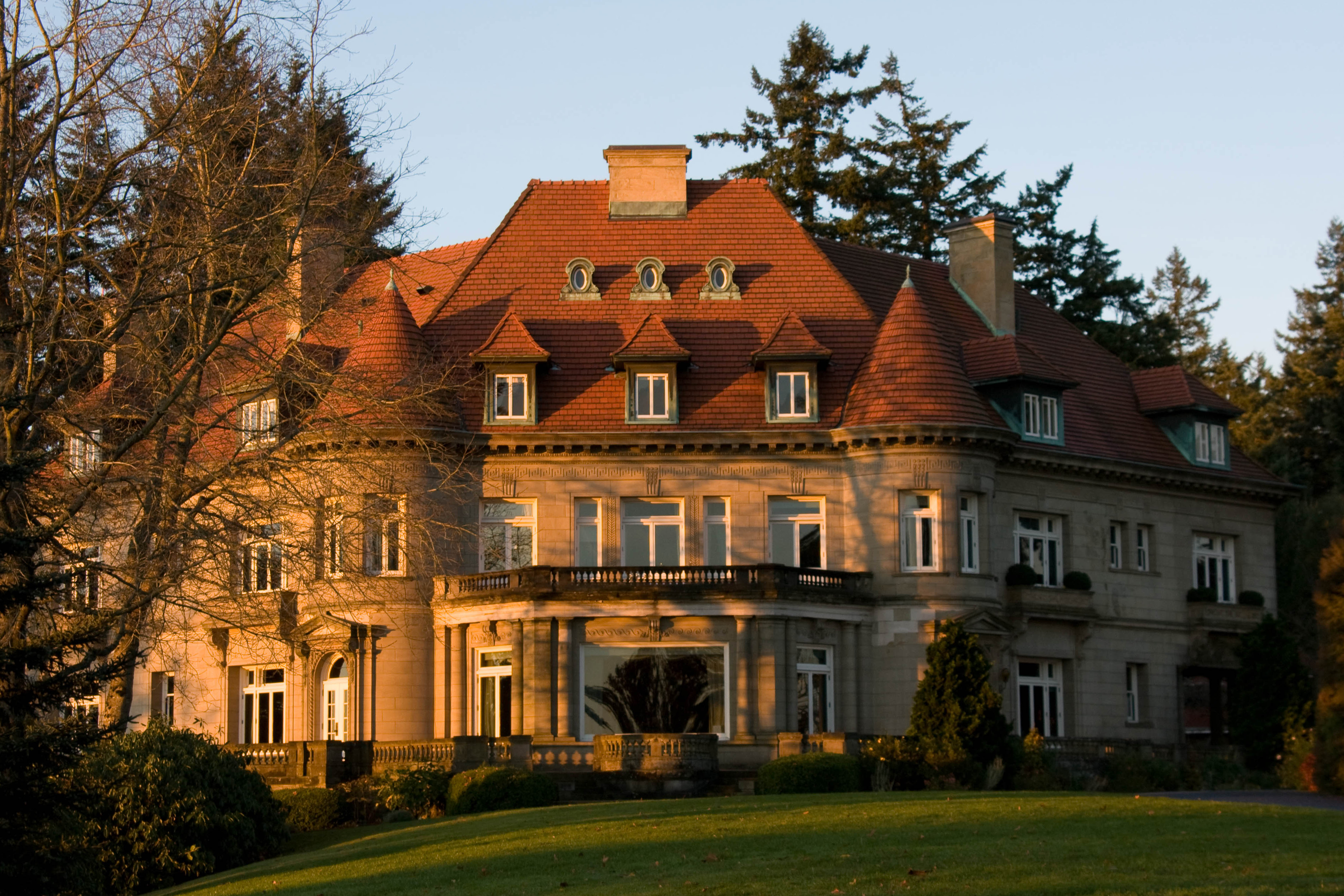 Pittock_Mansion_(north_side)